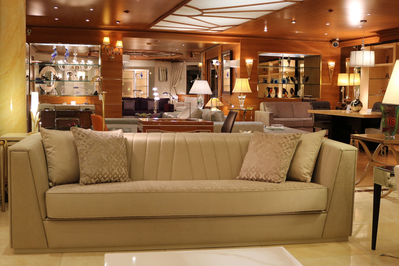 canapé de luxe, table basse Madélia Paris- les plus beaux canapés