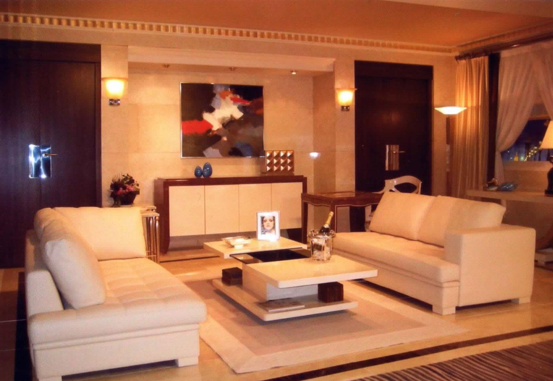 canap table basse mobiler de luxe d coration magasin de mobilier haut de gamme sur 850m2. Black Bedroom Furniture Sets. Home Design Ideas