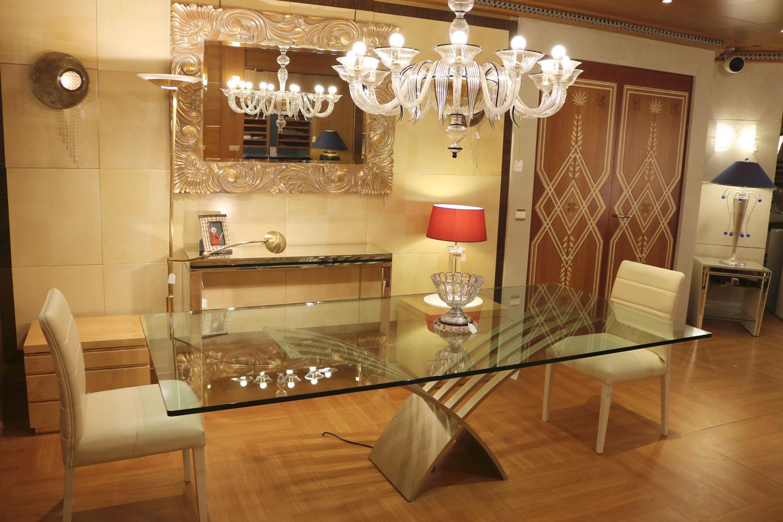 table salle à manger transparente plateua en verre