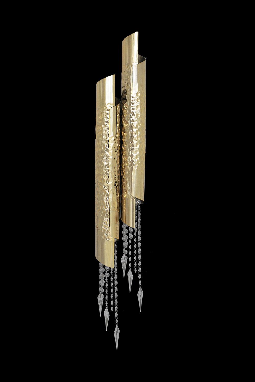 Applique AVOLTO en métal doré ou nickel martelé, pendilles Swarowski. Madélia-Paris