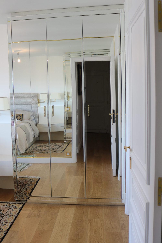 Armoire sur mesures en verre biseautés-meuble de qualité-MADELIA Paris 16